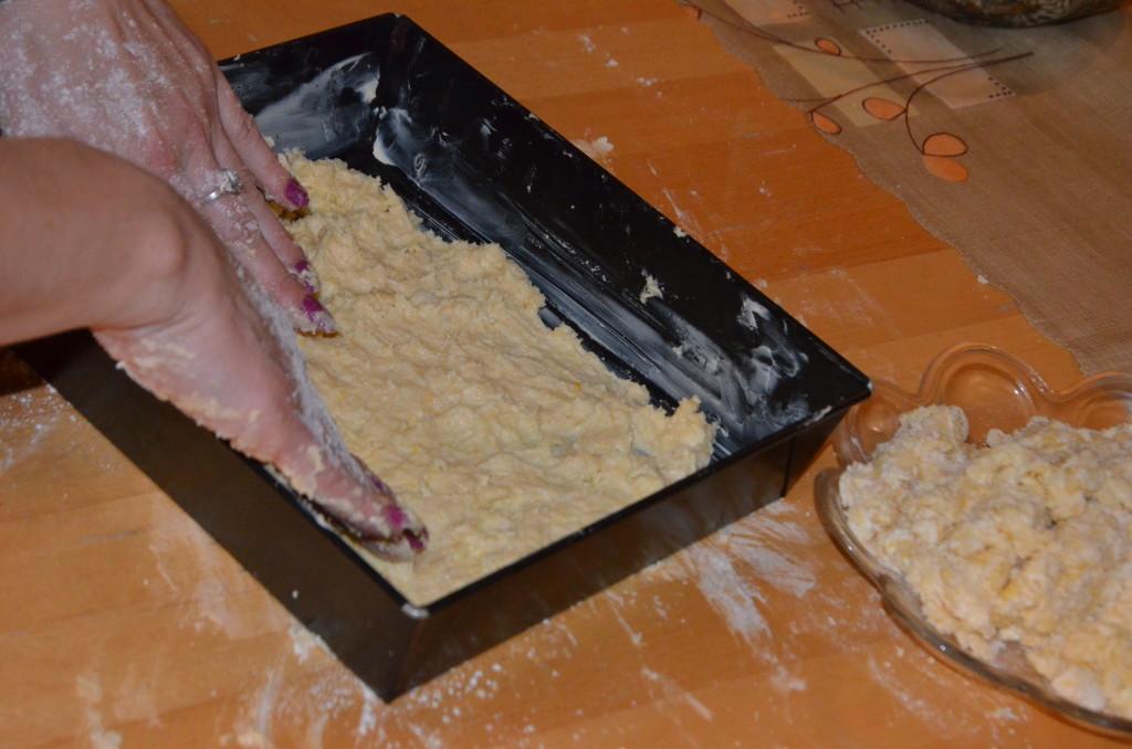11.kładziemy ciasto na blaszkę