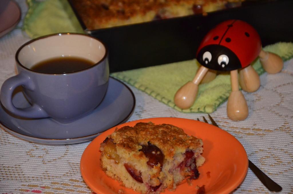 17.ciasto na talerzu z kawą