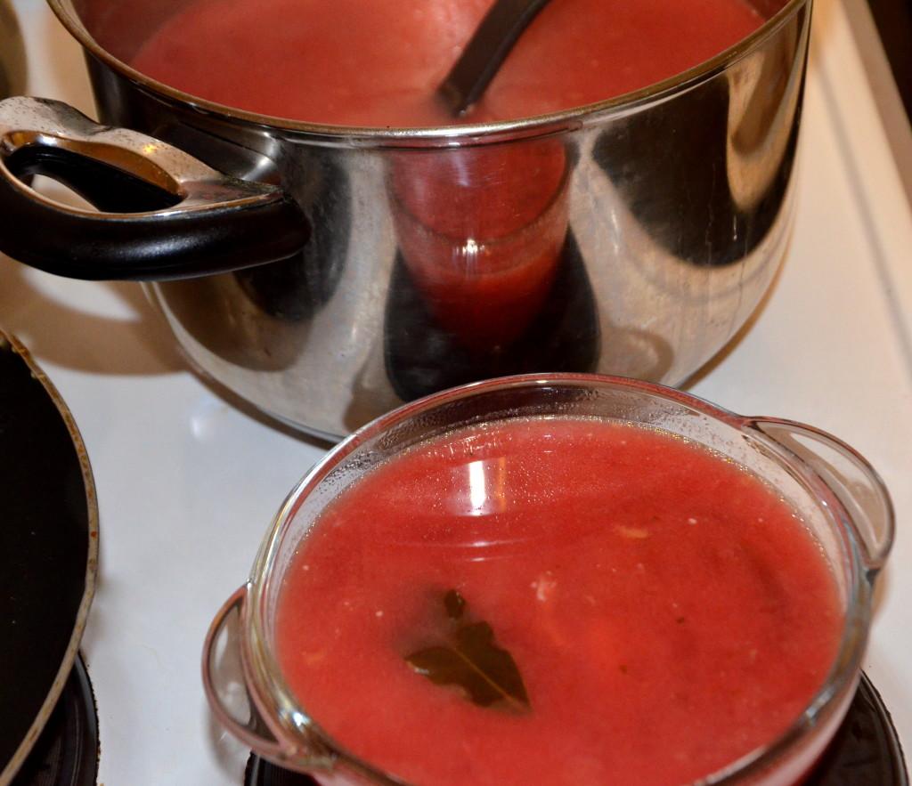 zupa barszczyk czerwony z garnkiem