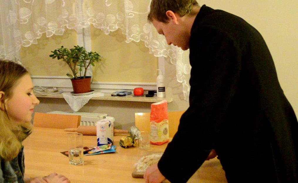 Wywiad i pieczenie pierników z ksiedzem karolem