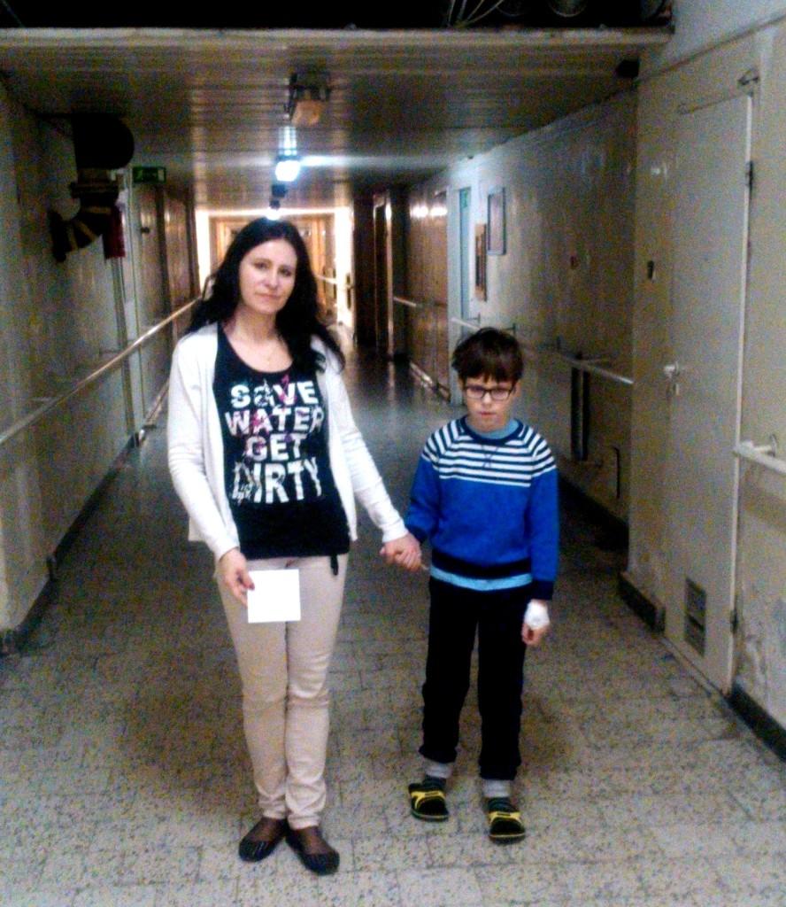 szpitalne korytarze wracamy z tomografu
