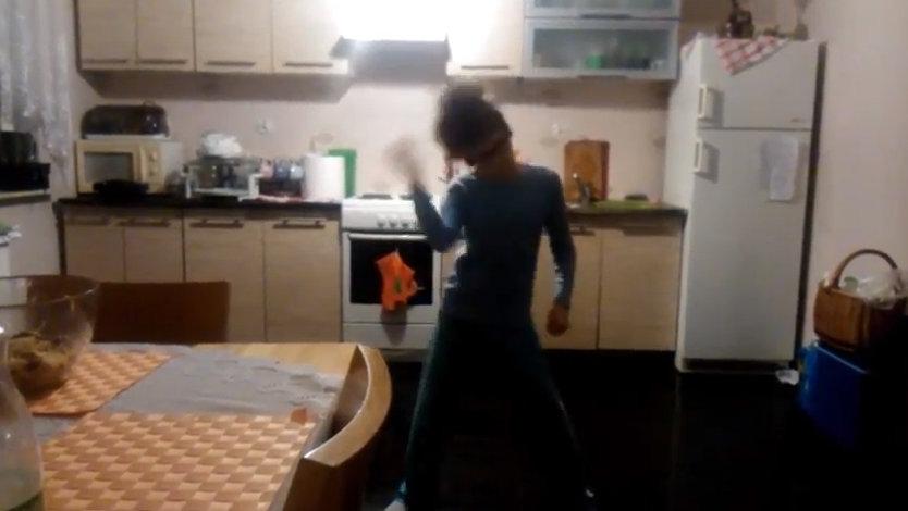 szymek tańczy