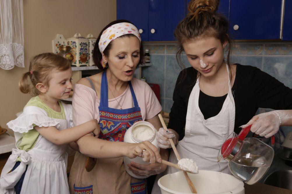 Beata Wyłuska z dziećmi